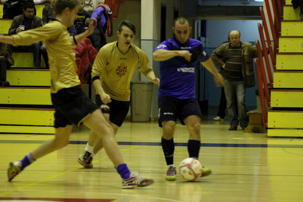 KC liga // Active jesenski prvak, Sedma sila iznenadila studente