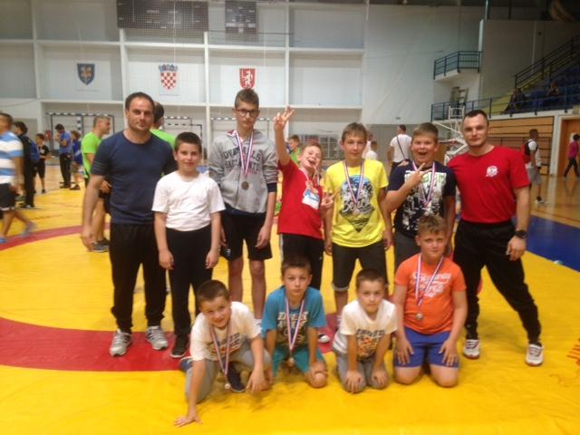 Sedam medalja osvojili su hrvači Podravke u Gospiću