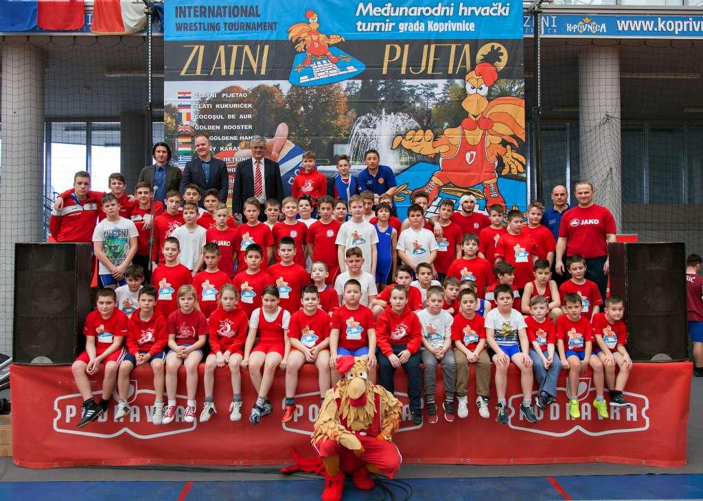 Šest zlatnih, srebrna i petnaest brončanih odličja te ekipno prvo mjesto ostvarili su hrvači Podravke na 14. Zlatnom pijetlu