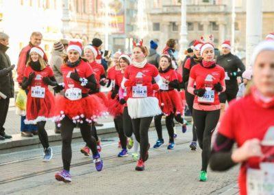 Hitre drape trčale na humanitarnoj utrci i osvojile nagradu za najbolje grupno ruho